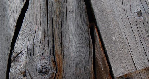 Der Scharm von verwittertem Holz. Jetzt auch ohne langes Warten.